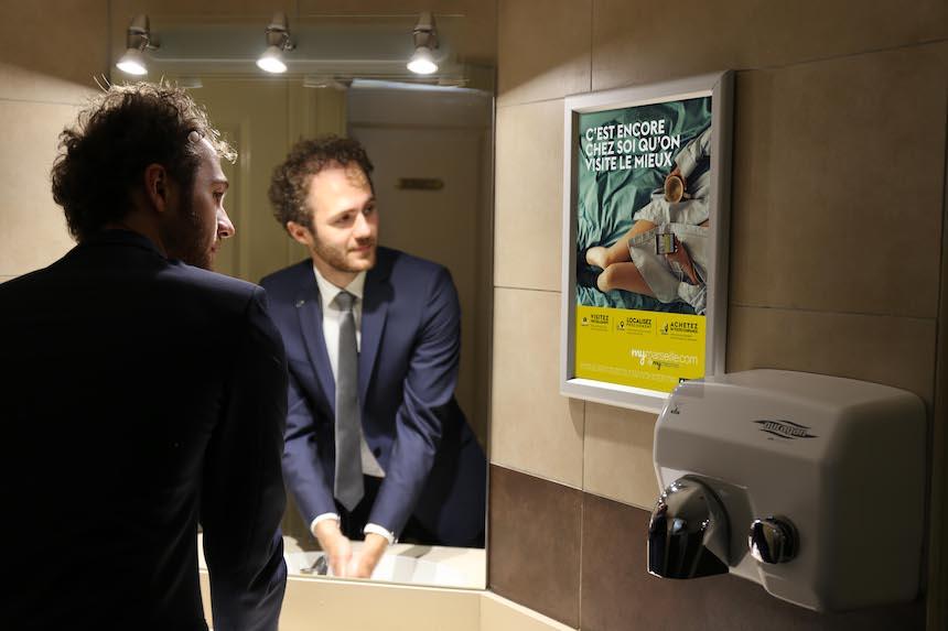 affichage marketing aux toilettes