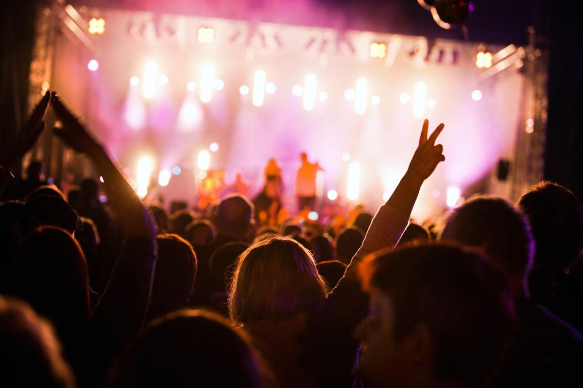 affichage pub dans les salles de concert